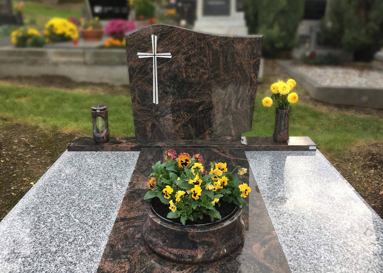 Nápisová deska s křížem