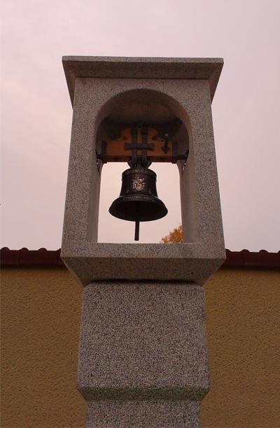 Kamenná zvonice detail