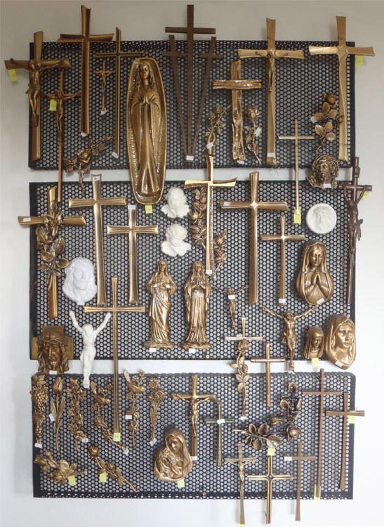 Bronzové doplňky na hrob