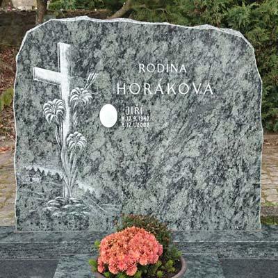Krásný pomník s křížem pro vaší inspiraci