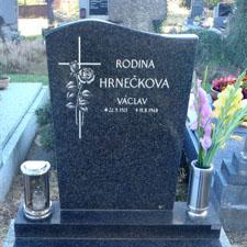 Náhled Náhrobní kámen s křížem a ručně vygravírovanou / vyškrabanou růží
