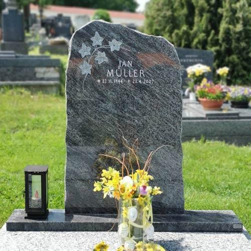 Náhled Pomník, jednohrob, břečťan, modrý kámen