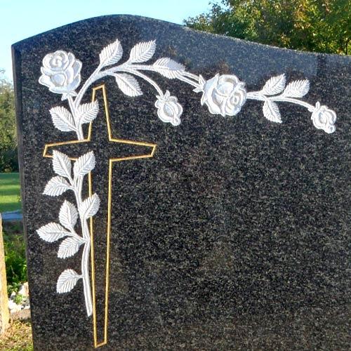 Ručně vysekaná růže, pomník z tmavého kamene Impala