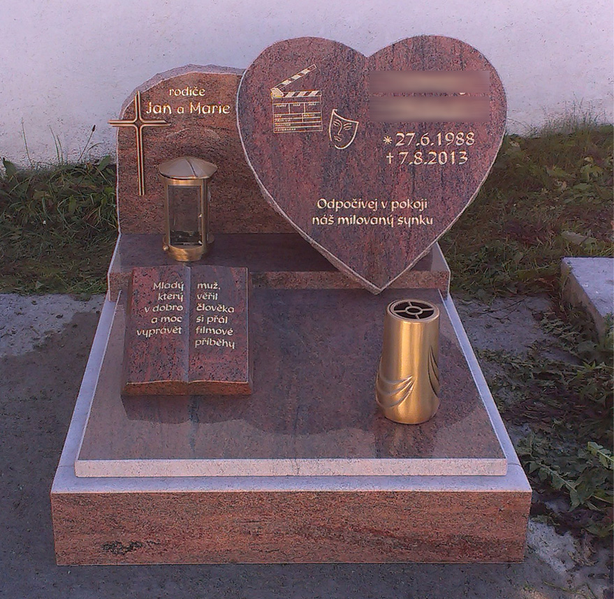 Urnový hrob s nápisovou deskou ve tvaru srdce, Malenice