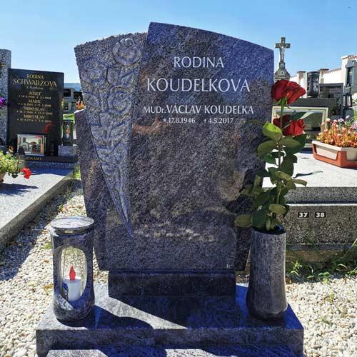 Urnový pomník v Křemži, Kamenictví